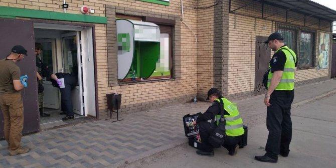 Sahte evrakla kredi almaya çalıştı, polis gelince el bombası attı