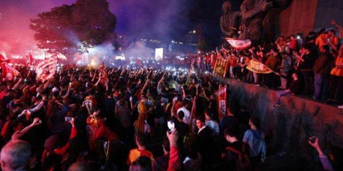 Galatasaray şampiyon oldu taraftar çılgına döndü