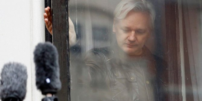 Wikileaks kurucusu için tutuklama talebi