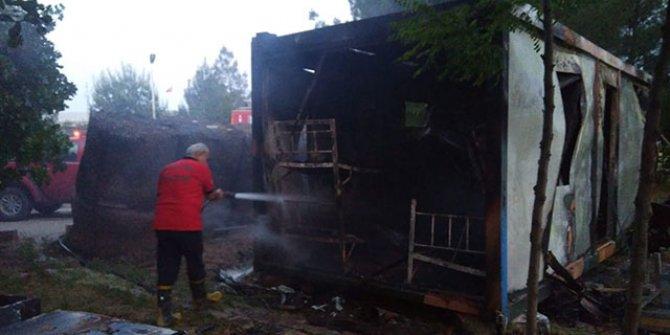 Askerlerin kaldığı konteynerde yangın