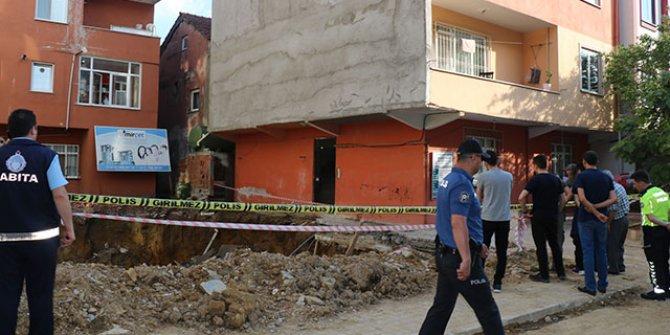 Sancaktepe'de bir binanın girişinde çökme