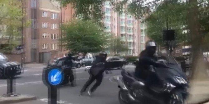 Motosiklet çetesi kuyumcu soydu