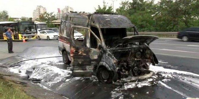 Oksijen tüpü patlayan Ambulans alev aldı