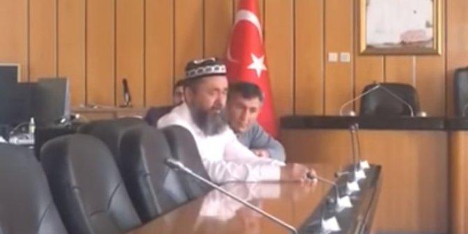 Doğu Türkistanlı Kutluk Derviş İYİ Parti grup salonunda