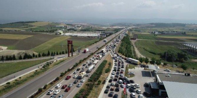 Bayram tatili başladı: Trafik durma noktasında