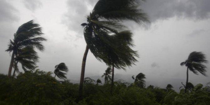 Hindistan'da fırtına ve sel