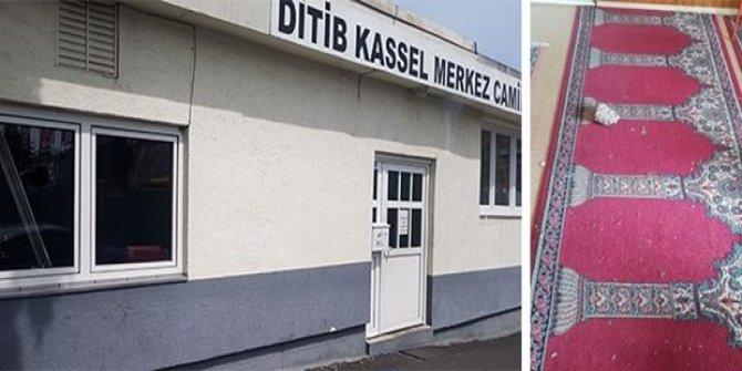 Almanya'da iki camiye saldırı
