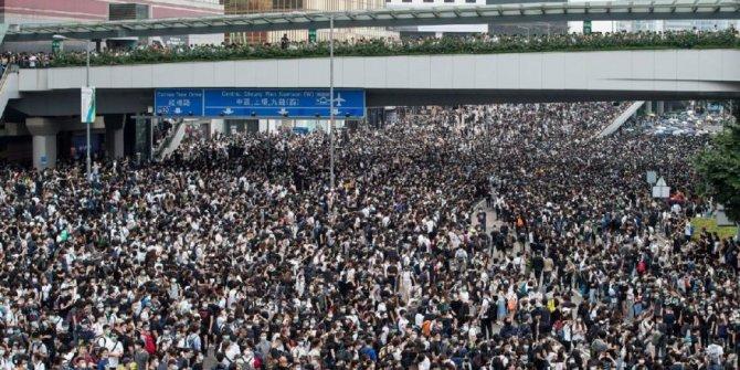 Hong Kong'da hükümet karşıtı gösteriler sertleşiyor