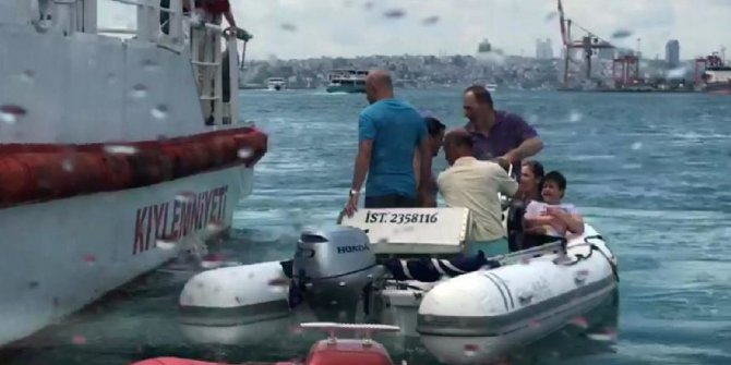 Kadıköy'de tekne devrildi