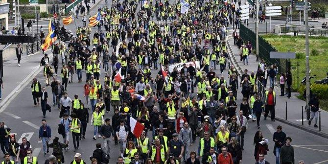 Fransa'da sarı yelekliler sokakta!