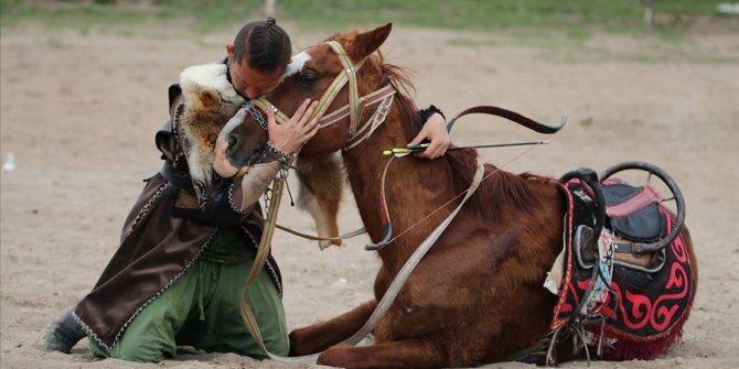 'Ata Yurdu'nda geleneklerini yaşatıyorlar