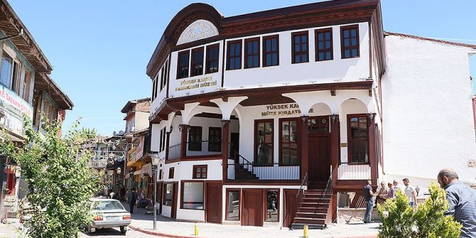 Asırlık kahvehane 'Demokrasi Müzesi'ne çevrildi
