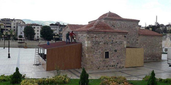 AKP'li belediye 800 yıllık türbeyi kıraathane yaptı