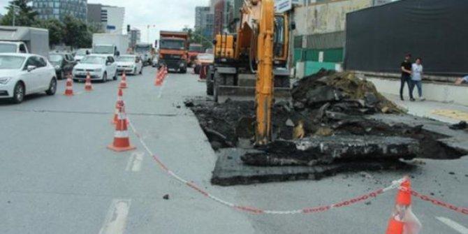 Kağıthane'de yol çöktü: 'Gittikçe genişledi'