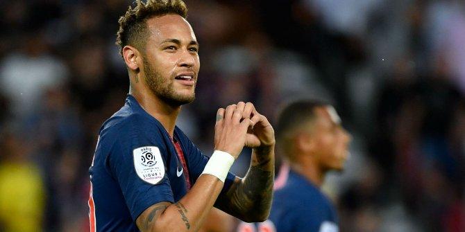 Neymar, Barcelona'ya göz kırptı