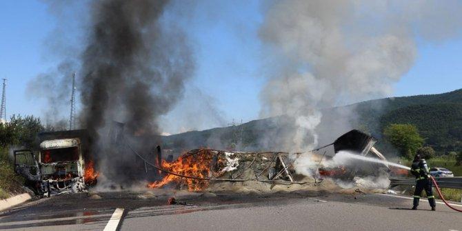 TEM'de zincirleme kaza: Araçlar alev aldı