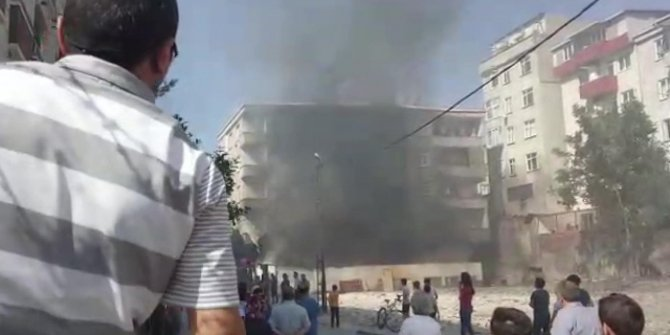 Yangın bir mahalleyi sokağa döktü