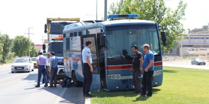 İçinde tutukluların olduğu cezaevi aracı kaza yaptı