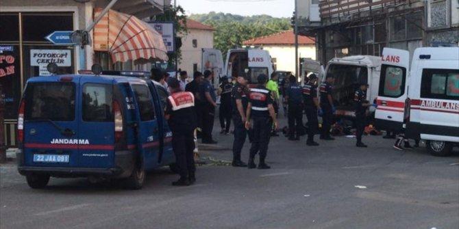 Göçmenleri taşıyan minibüs devrildi: En az 10 ölü!