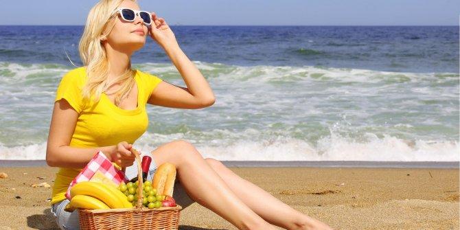 Portakal suyu ve limonata güneş lekesi yapabilir