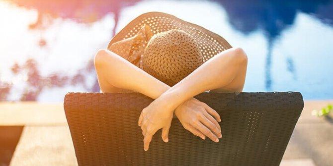 Uzun süre güneşlenmek cilt kanseri yapıyor