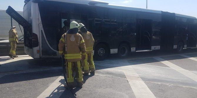 Esenyurt'ta metrobüste yangın