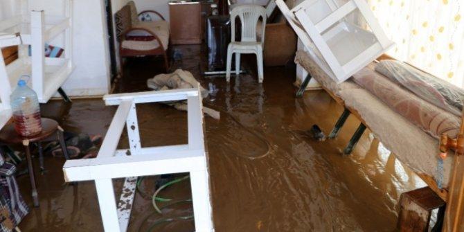 İSKİ'nin çalışması sırasında evleri atık su bastı
