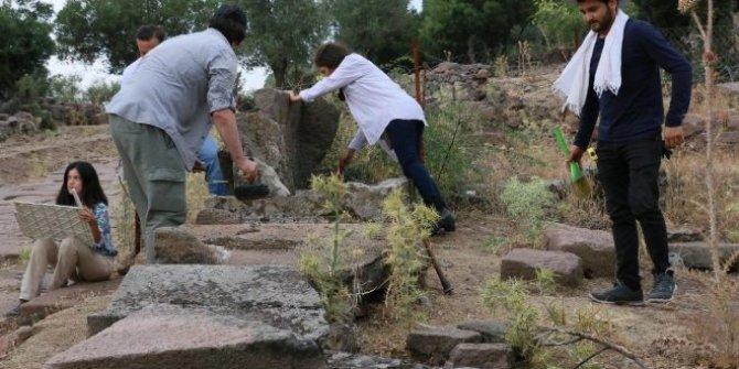 Yunusemre'deki 3 bin mezar tarihe ışık tutacak