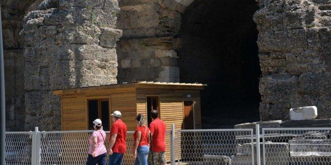 Side Antik Tiyatro'daki 'prefabrik tuvalete' eleştiri