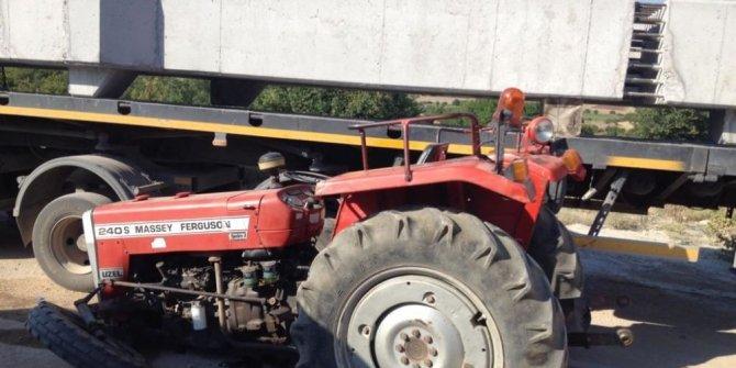 Çaldığı traktörle kaza yaptı