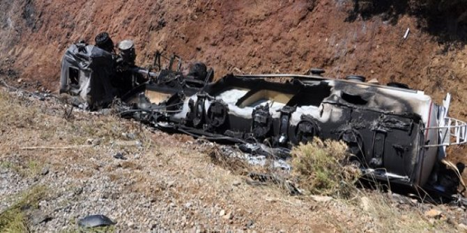 Benzin yüklü TIR devrilerek alev aldı: 1 ölü