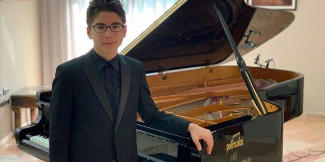 13 yaşındaki Türk piyaniste büyük onur