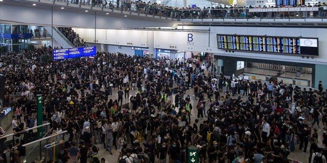 Protestocular havalimanını işgal etti
