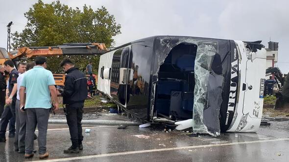 Çanakkale'de yolcu otobüsü devrildi: Yaralılar var