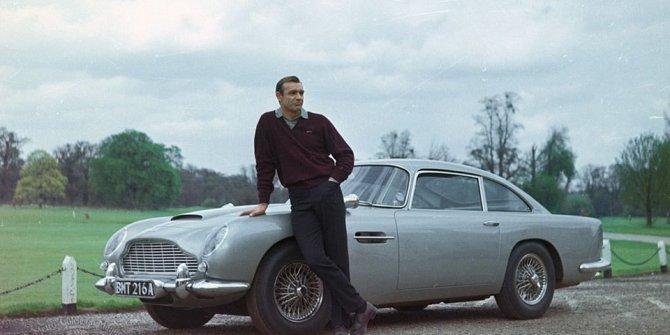 Bond'un Aston Martin'i 6.4 milyon dolara satıldı