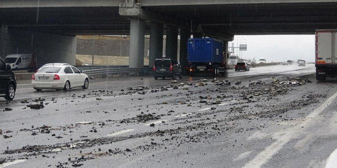 Kocaeli'de dolu yağdı, TEM yolu kapandı