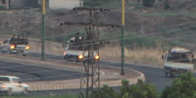 YPG'li teröristler sınırımızda görüntülendi!