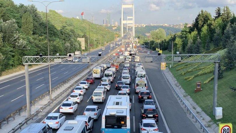 15 Temmuz  Köprüsü'ndeki kaza trafiği kilitledi