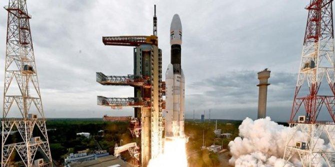Hindistan'ın uzay aracı Ay'ın yörüngesinde
