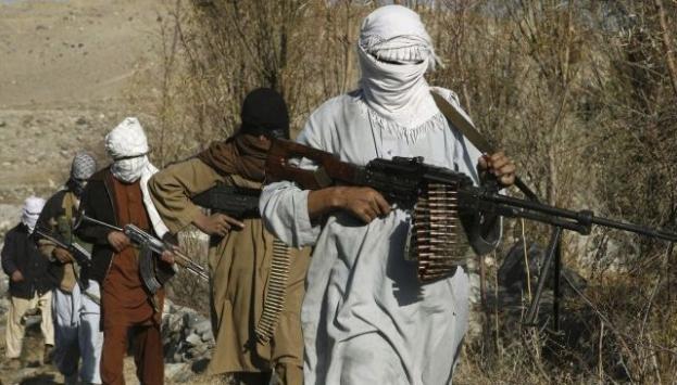 Taliban okulu ateşe verdi!