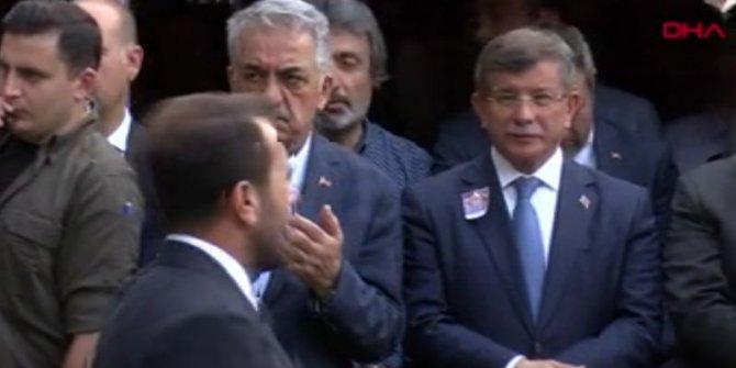 Erdoğan cenazede Ahmet Davutoğlu ile karşılaştı