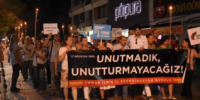 İzmir'de 17 Ağustos yürüyüşü