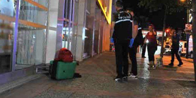Valiliği karşısında unutulan valiz ve çantalar endişe yarattı