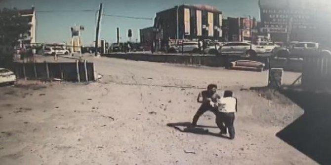 Aracı çekildi, 1'i polis 3 kişiyi darp etti