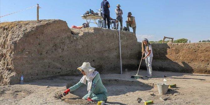 Van Kalesi çevresinde 5 bin yıllık yapılar bulundu
