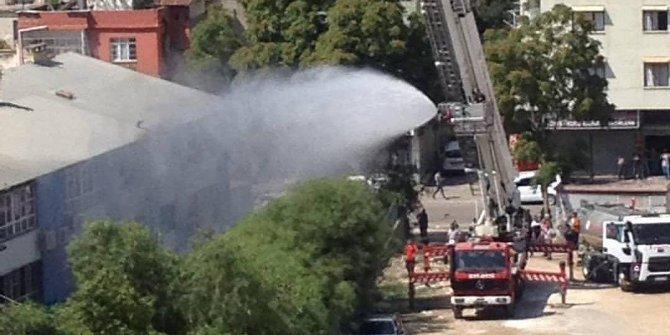 Adana'da ilkokulda yangın
