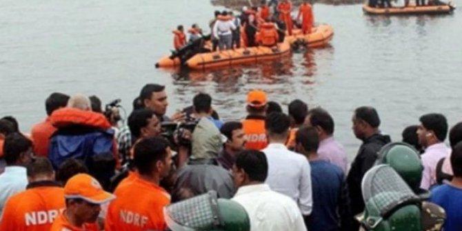 Hindistan'da gezi teknesi alabora oldu