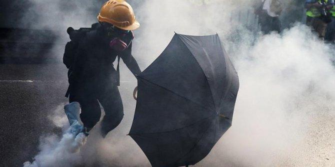 Hong Kong sokakları savaş alanına döndü