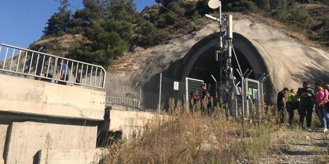 Kılavuz tren raydan çıktı: 2 ölü