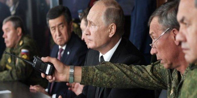 Putin 128 bin askerin katıldığı tatbikatı izledi